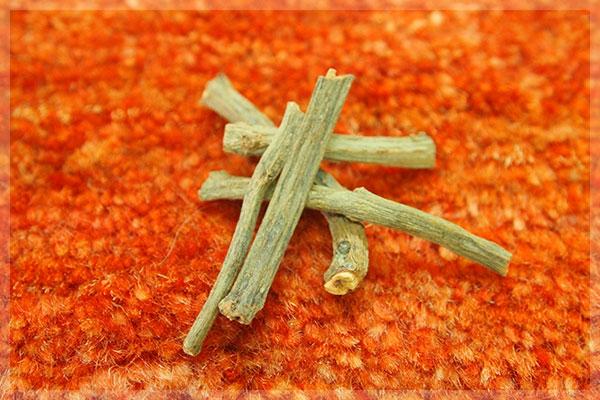 ギャッベ用の糸を染める茜の根