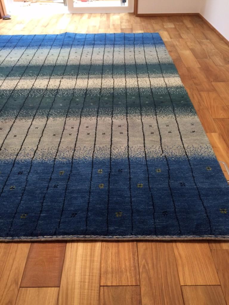 無垢の床とアートギャッベ