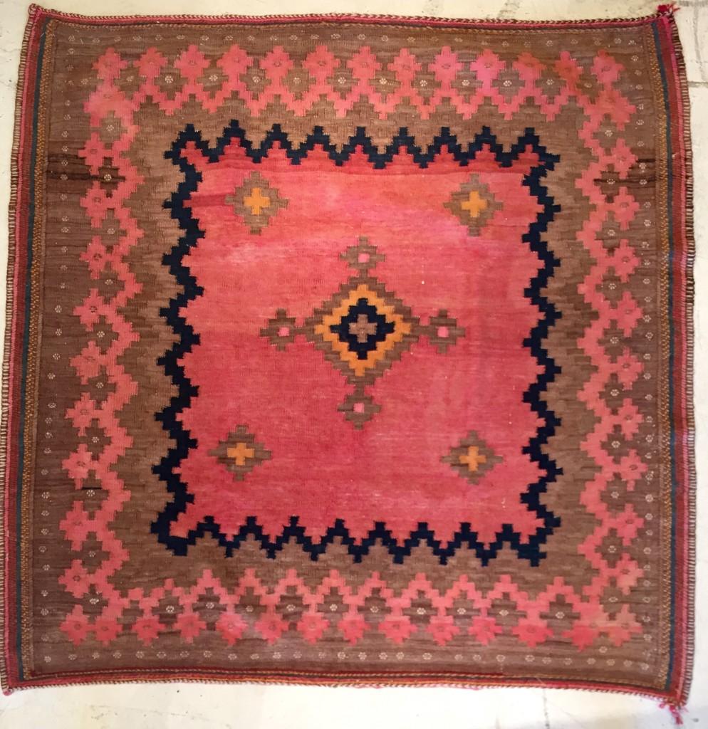 心ときめくキリム絨毯